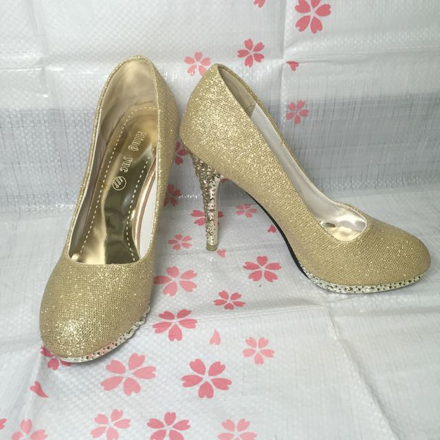 全新 金色高跟鞋