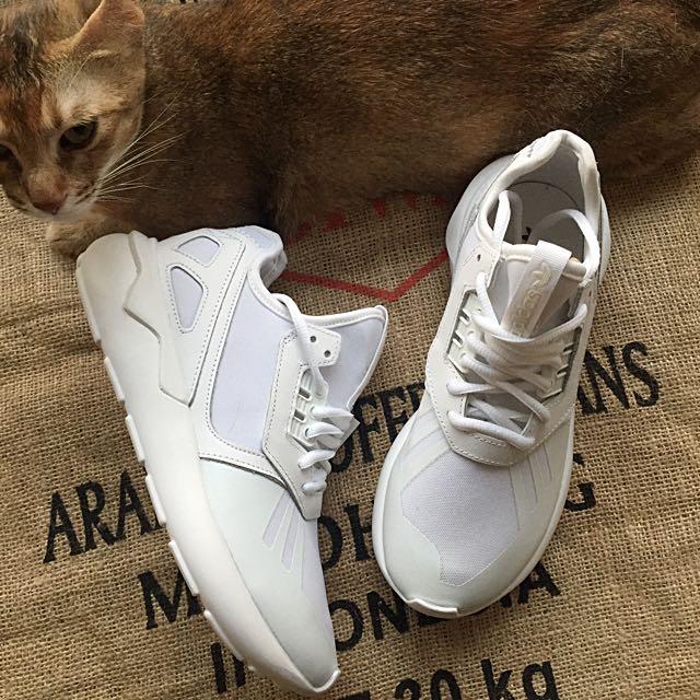 :: 降ADIDAS TUBULAR RUNNER WHITE全新歐洲正品 女鞋全白 稀有小尺碼22.5 ::