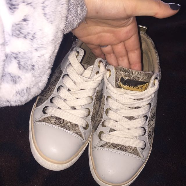 GUESS SHOES SIZE6