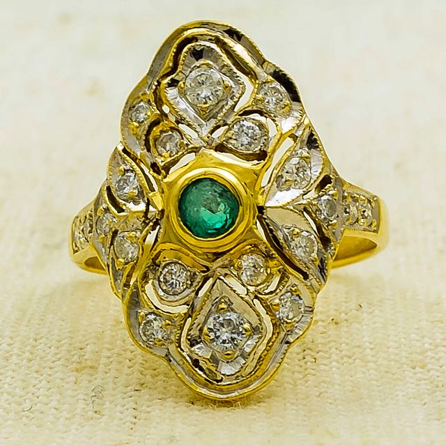 Ladies Two Tone Gold Vintage Emerald & Diamond Accented Cocktail Ring 18K Yellow & White Gold