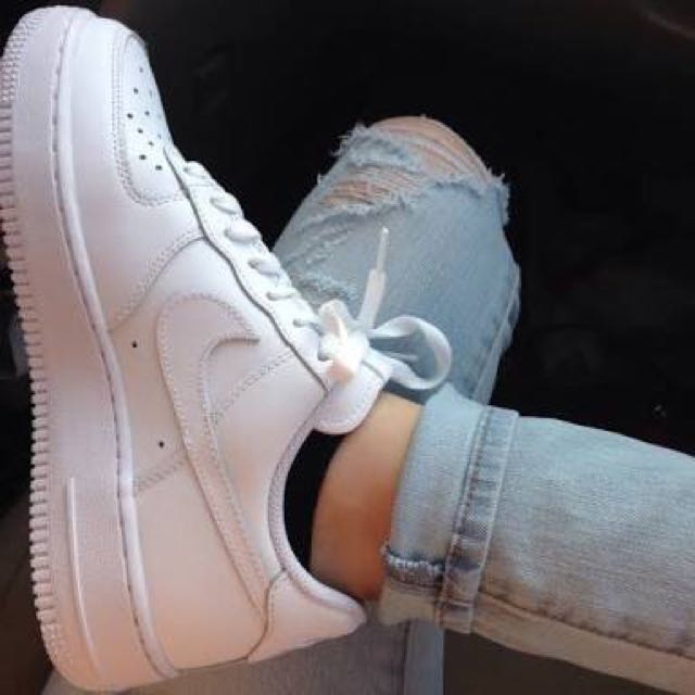 NIKE AIR FORCE 1 WHITE - LOOKING FOR