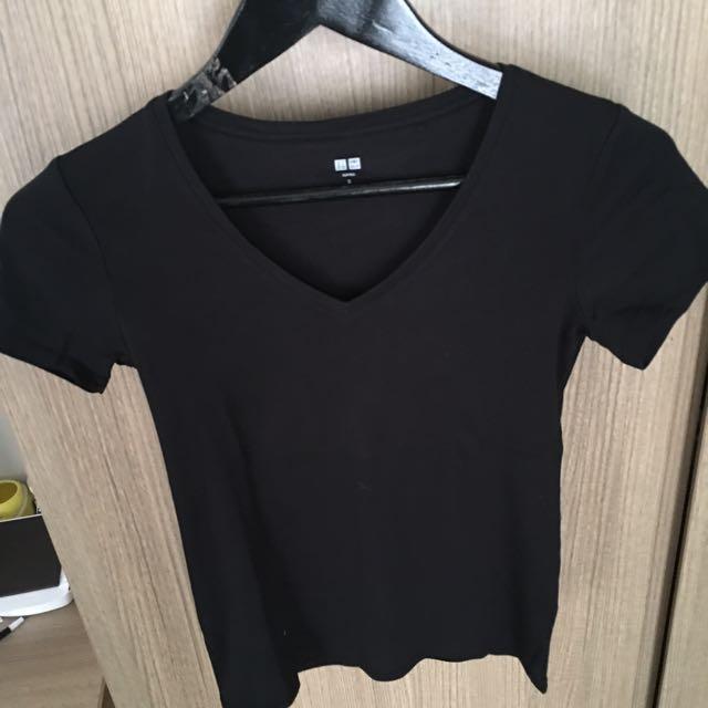 Uniqlo Black Shirt Size Small