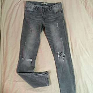 ZARA Slim-Fit Ripped Jeans (Mid rise)