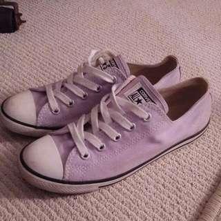 Size 7 Converse