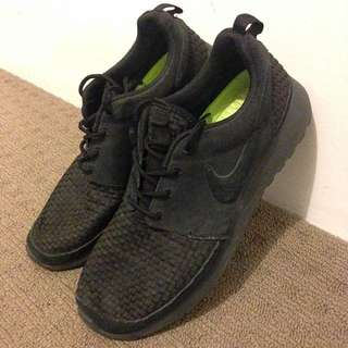 *PRICE DROP* Nike RosheRun