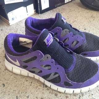 Size 7 Nike Free Runs 2