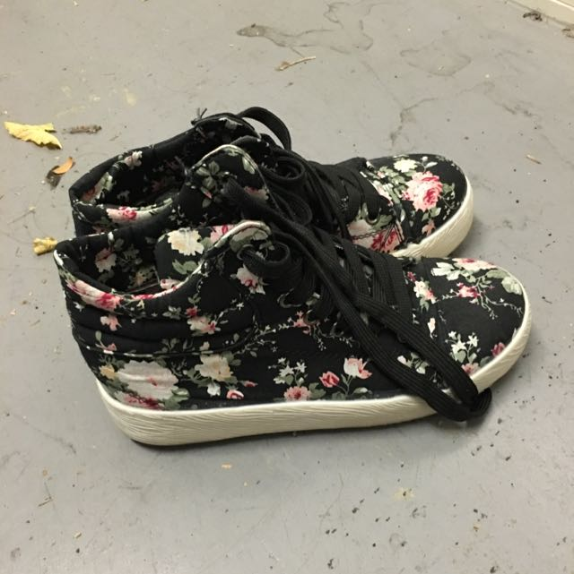 Flowery Patterned Shoes