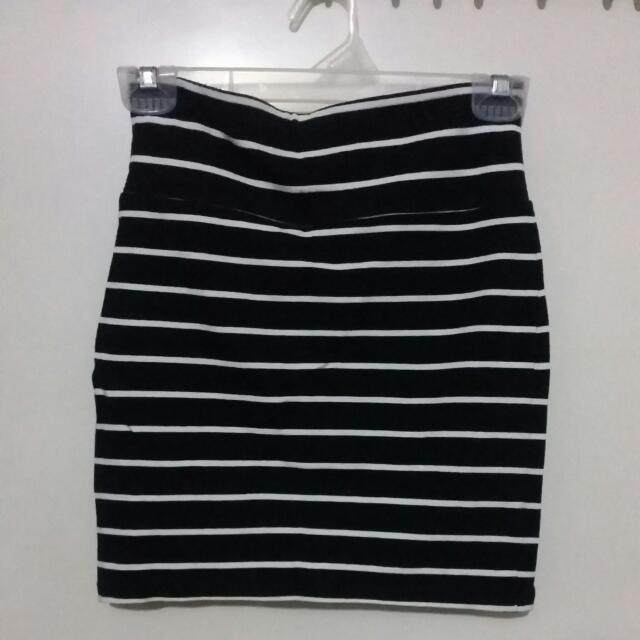 Forever 21 Black & White Stripes Mini Skirt