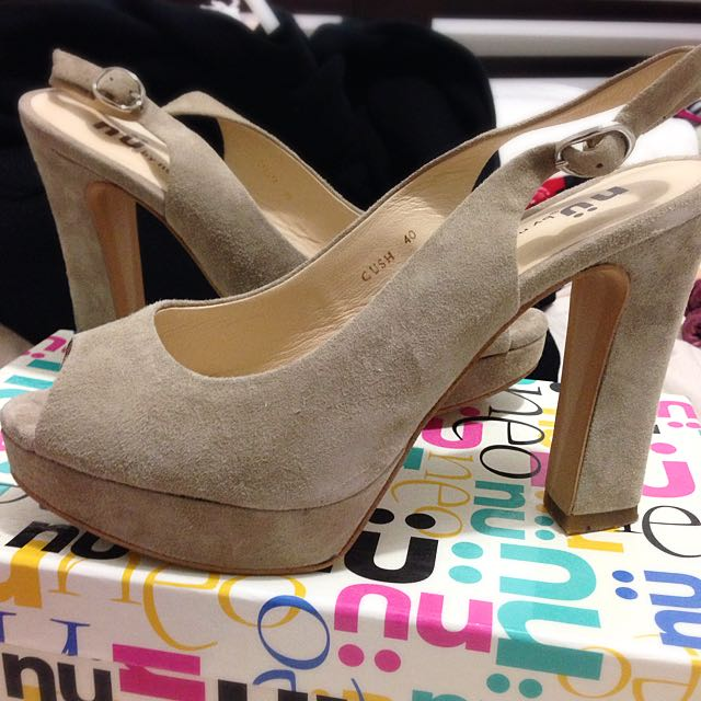Nü By Neo Leather Taupe Heels