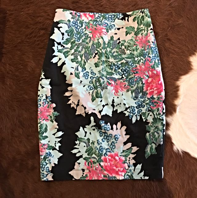 WAREHOUSE Skirt in size 8