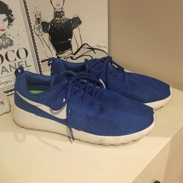 Women's Blue Nike Roche's Size 7