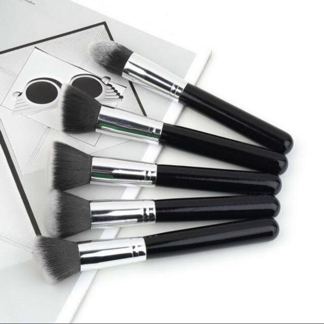 SOLD 10x Make Up Brushes For $12