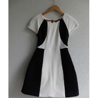 Hunt No More Size 8 (XS) Black and White Dress