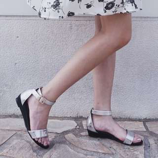 D+AF銀色撞色一字低跟涼鞋