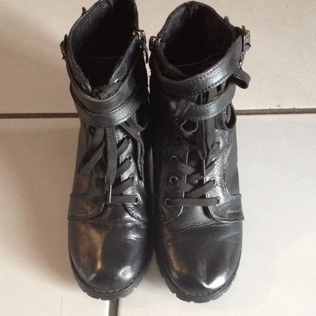 Ankle Boots Hitam