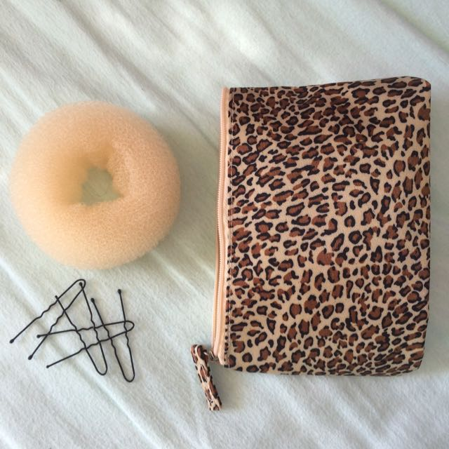 *PENDING* Bun Shaper with Bobby Pins