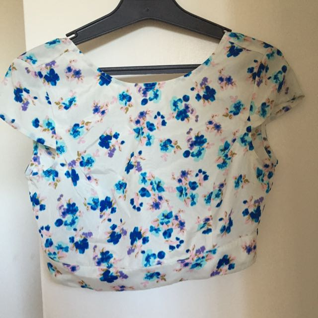 CANDIDATE Open Back Floral Crop Top