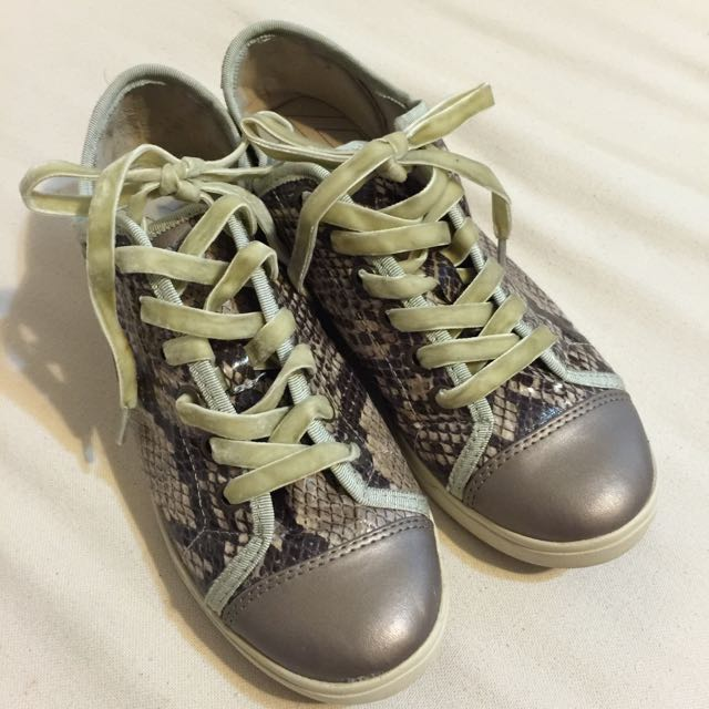 DKNY造型蛇紋休閒鞋
