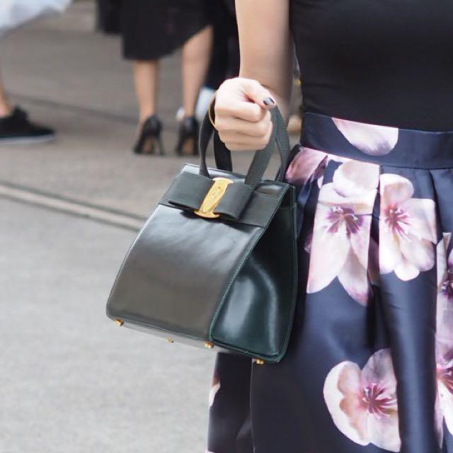Salvatore Ferragamo VARA Vintage Leather Bow Handbag - Hunter Green