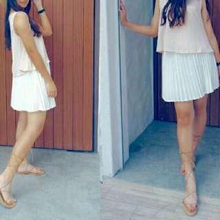 中長白色百褶裙
