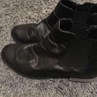Lds gusset black ankle boots Sz38