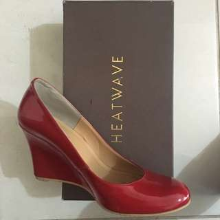 Re-price!! Heatwave Wedges Red