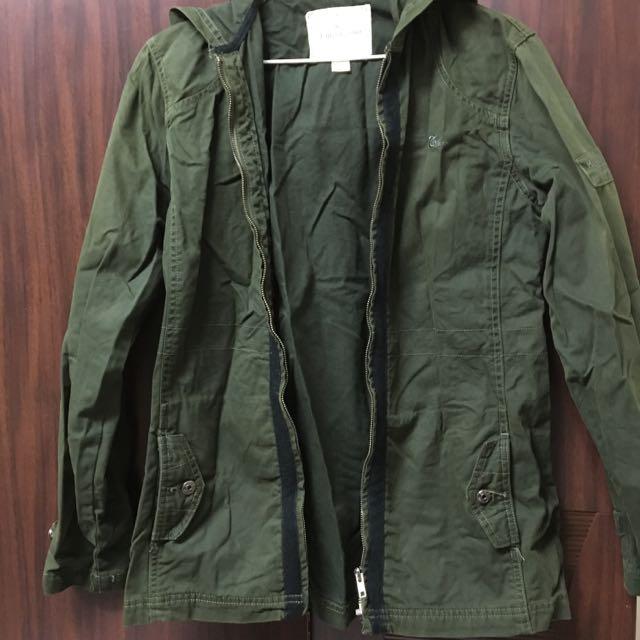 深綠色軍外套
