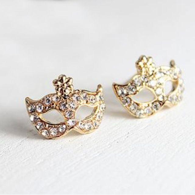 BNIP Instock Crown Earring Ear Stud Gold (one Pair )