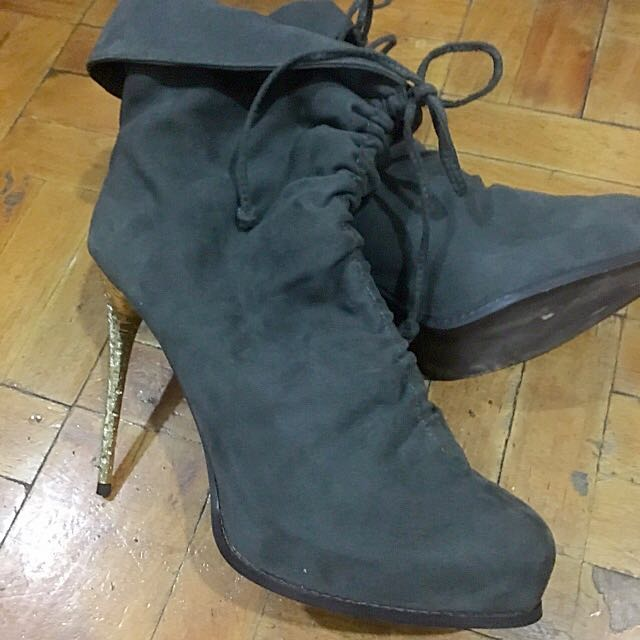 Charles & Keith Suede Gray Ankle Boots ( Size 8)
