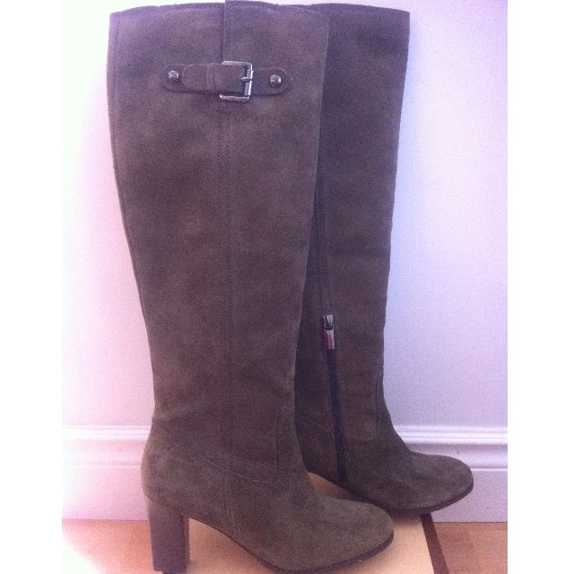 REDUCED FROM $250 NOW ONLY $65 - MICHAEL KORS ARMY GREEN SUEDE BURKE BOOT - SIZE 6.5 -NEVER WORN!
