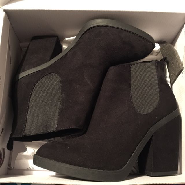 Roos Ankle Boots Size 8