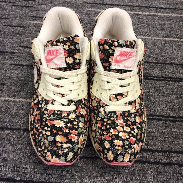 huge discount bb2ee 9354b SALE   NIKE FLORAL PRINT SNEAKERS, Women s Fashion on Carousell