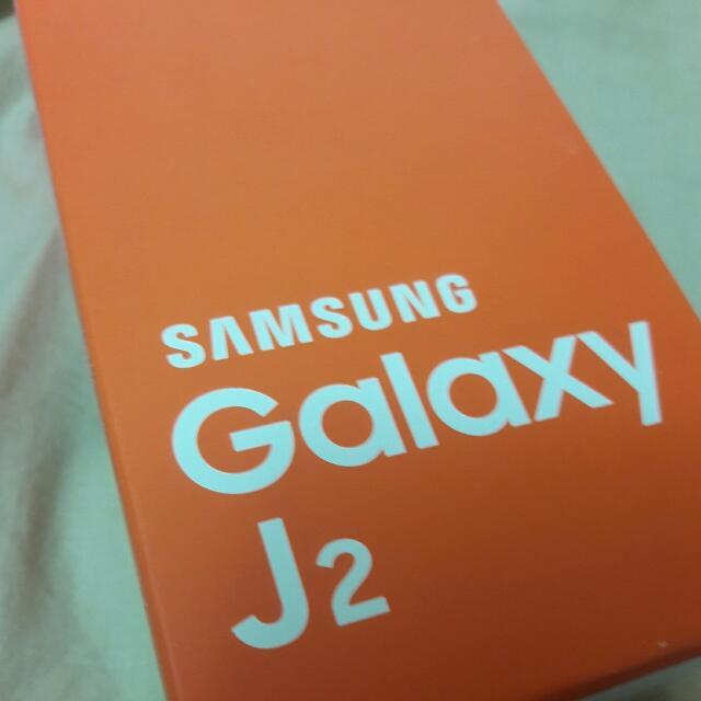 Samsung Galaxy J2 金色 全新已拆封