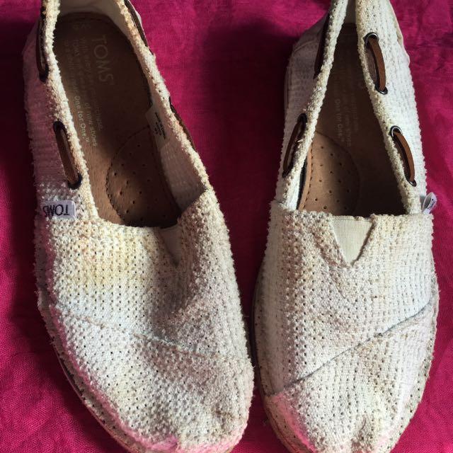 Toms slip on white