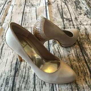Helene Spark 金色高跟鞋