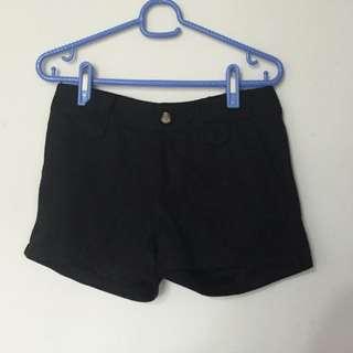 微厚黑色短褲