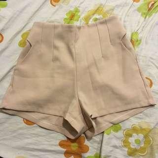 裸色西裝短褲