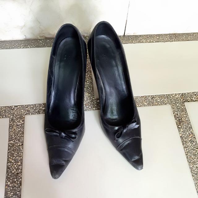 Janylin Classic Black Pumps