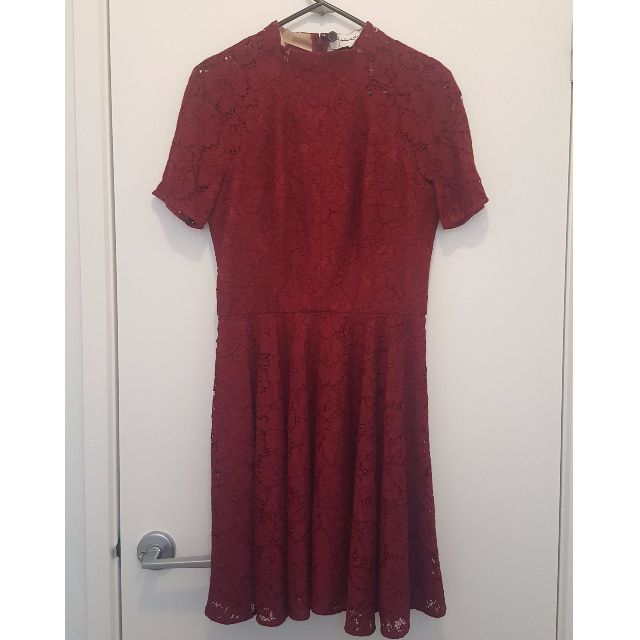 Lover mini Oasis lace dress in ruby