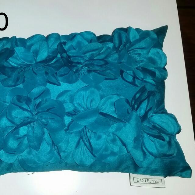 Silky Pillow