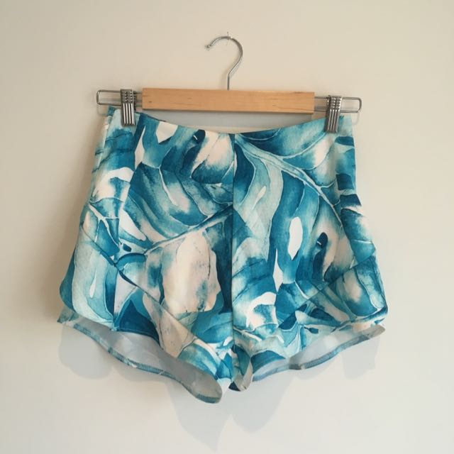 Tiger Most Mini Floral Shorts Size Mesium