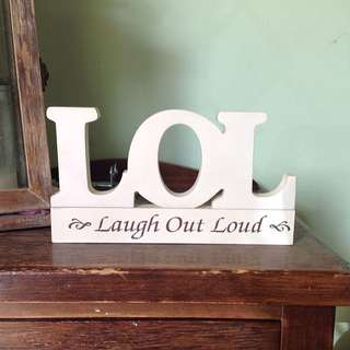 LOL (laugh out loud) sign