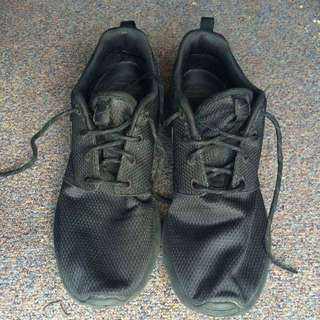 Black Nike Roches