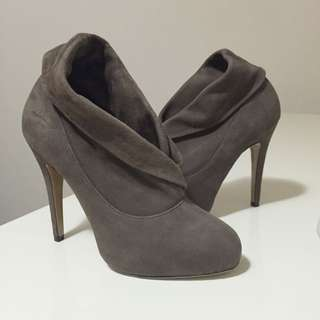 NEW TONY BIANCO KHAKI SUEDE ANKLE BOOT