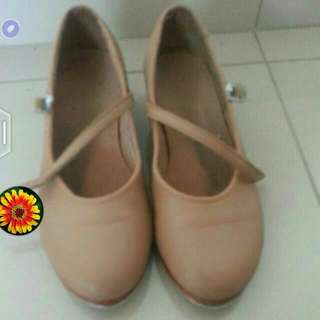 Girl Tap Shoes Size 13 Or 13.5