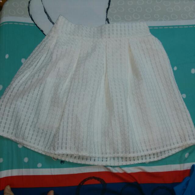 白色鬆緊拉鍊裙
