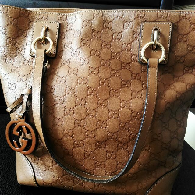 Gucci: Leather Charm Medium Tote with interlocking G charm