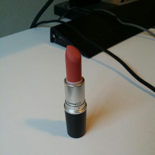 Mac Retro Matte Lipstick In Runaway Hit