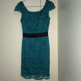 Review Lace Capped Sleeve Dress Size 6