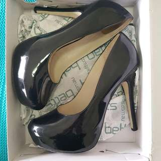 Betts Black Pumps